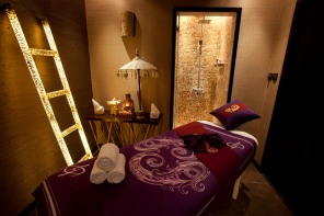 Tips & Toes Day Spa Massage Room (1)