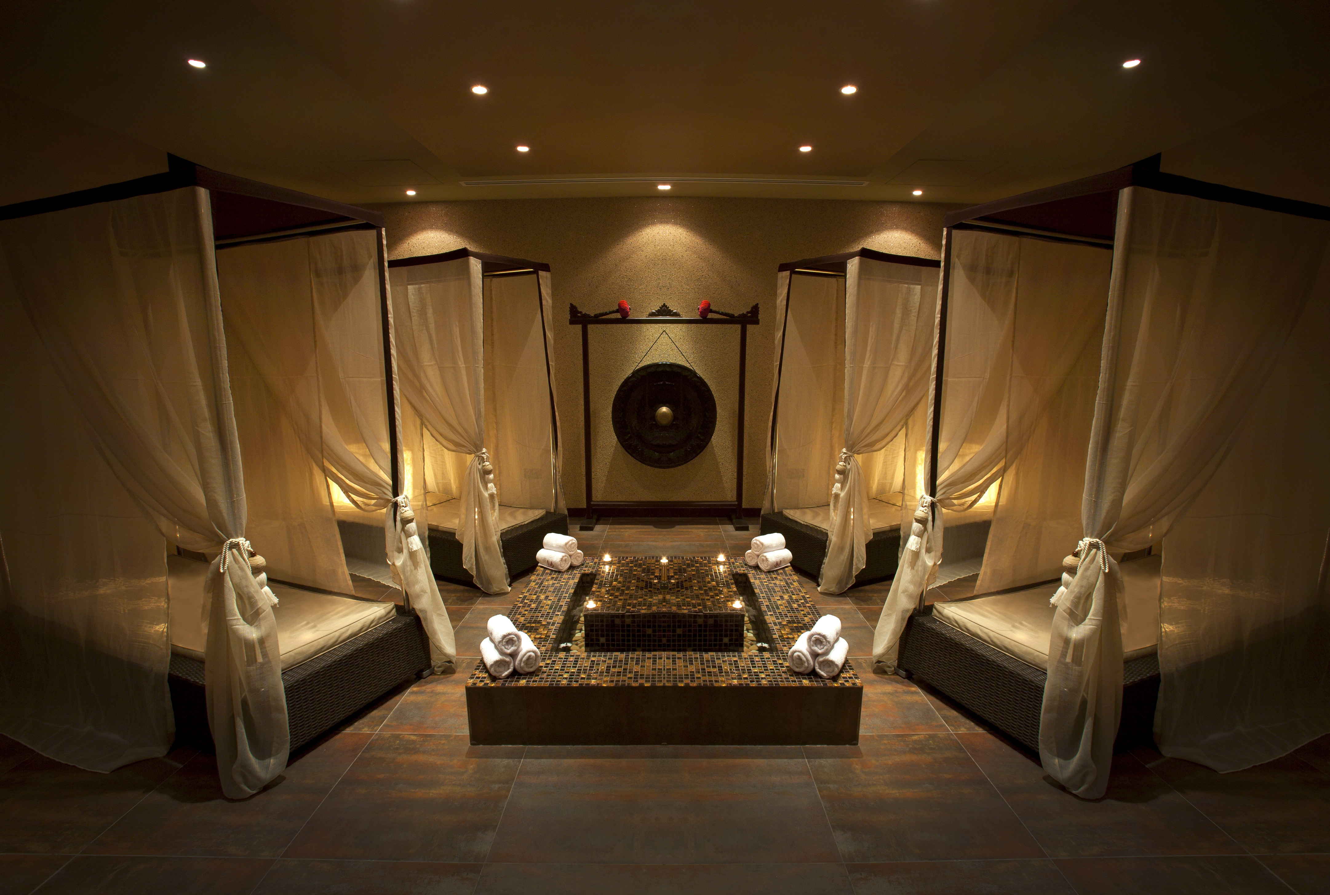Tips toes day spa relaxation room b beauty arabia for Spa salon
