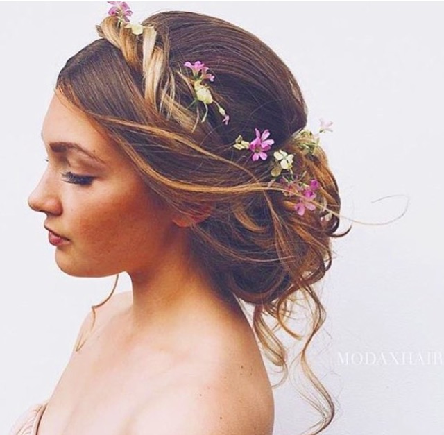 18 Beautiful Wedding Hairstyles Down For Brides And: Beautiful Brides: Finding The Perfect Wedding Hairstyle